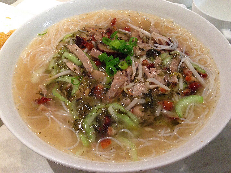 Perserved vegetable noodle soup with shredded pork